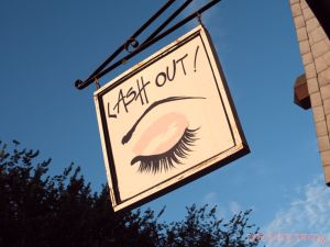 Lash Out Henna & happy hour 12