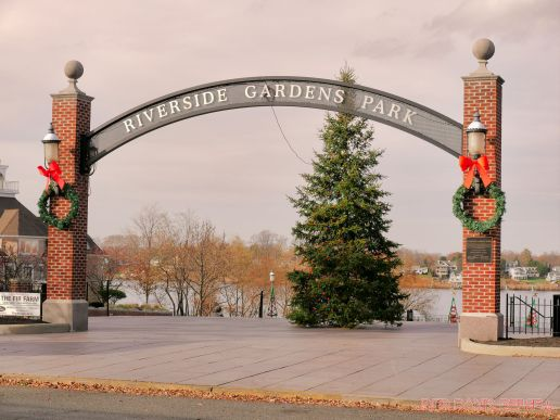 Red Bank Holiday Decorations Horse Rides 22 of 33