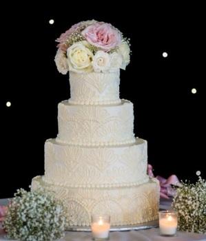 Red Bank Wedding Cake Guide Chocolate Carousel 2